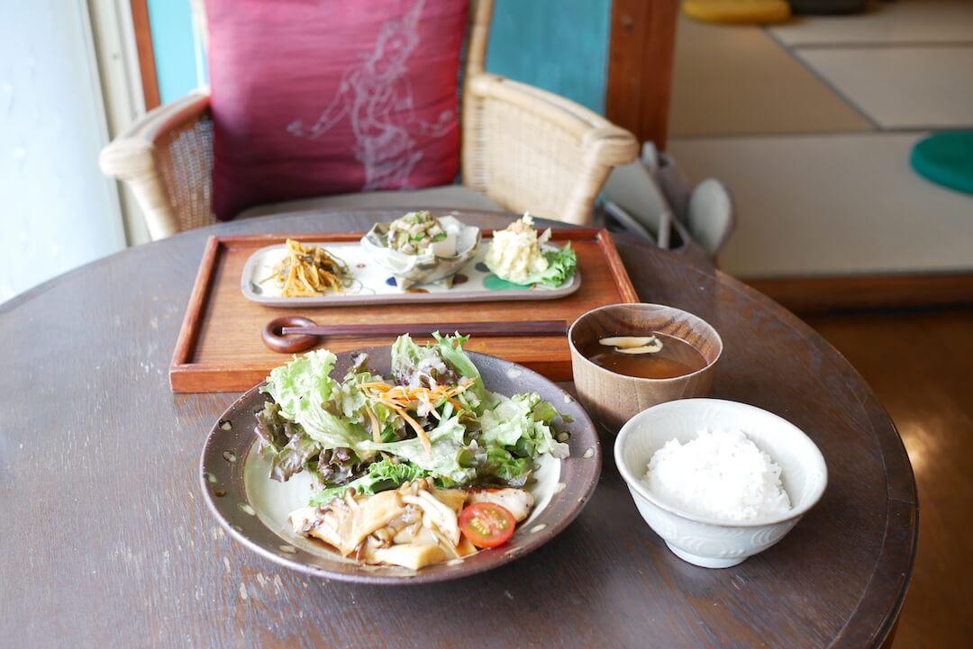 【大垣市】マリマイカフェ 岐阜カフェ ランチ 古民家 和食 座敷 テーブル